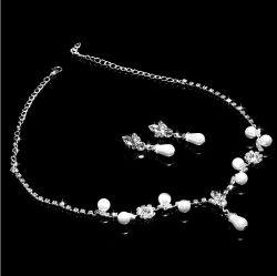 優雅な真珠の装飾の花嫁の王冠の一定の美しいネックレス