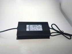 디지털 표시 장치를 가진 Fuyang 태양 에너지 변환장치 배터리 충전기 Jgch1220