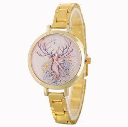 Nouveau Mesdames Watch Noël occasionnel Deer alliage Pattern montre à quartz Fashion petite femelle créatif de la courroie d'acier Watch