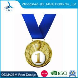 Kundenspezifische antike Messinghochschulsport-Ehrenmedaille der Freiheit Mastershigh Qualität, die Decklack-Goldsport-Medaillen-Depot-Hand Malaysia (212, stempelt)
