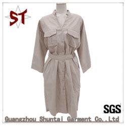 100%Polyester屋外の余暇Vカラー女性のためのベルトが付いている長いShirrtのスカート