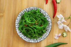 Bevroren Zeewier Wakama Salada die in de Zeevruchten van China wordt gemaakt
