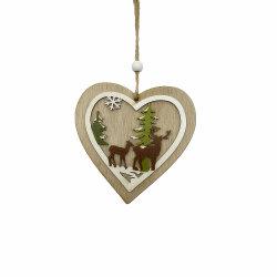 Coração de material de madeira na árvore de Natal enfeites