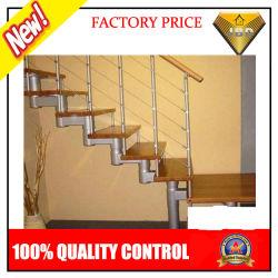 シンプルなデザインの木製階段と安全スチール素材