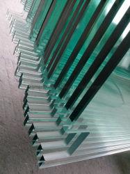 CNCのウォータージェットの切断のノッチおよびプラスチック保護コーナーが付いている10mmの明確な緩和されたガラス