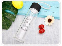 Motif graphique unique et réfléchie de l'eau de verre rondes bouteille pour vendre la cuvette de droite de la Coupe du mignon pour les étudiants