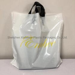 カスタムプラスチックPEによって型抜きされるハンドルのショッピング・バッグの衣類袋