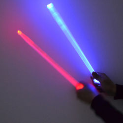 Tambor de fase plástica grossista Linli Stick com luz LED a piscar