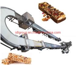 نفخة الأرز مختلطة مع المكسرات، السكر حلوى بار آلة صنع