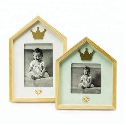 크라운 2개의 집 모양 프레임의 나무로 되는 아기 사진 프레임 세트