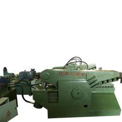 Q43-120b de alta calidad de la máquina cizalla hidráulica Alligator cortando un trozo de metal