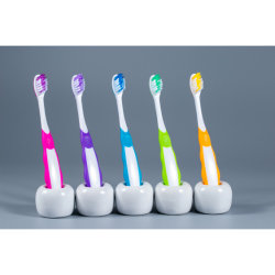 Custom Logo bajo Precio Hogar cepillo de dientes con aprobación ISO de la FDA