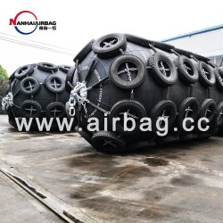 Certificação ISO 17357 2000 mm X 3500 mm tipo líquido Guarda-lamas pneumáticos de borracha para pequenos recipientes transferidos para Big Barge Vasos