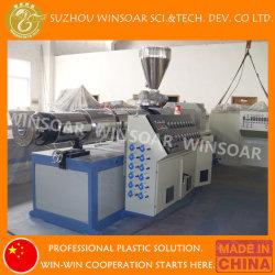 Пластмассовый кабелепровод электрического воды ПВХ двойной конвейер на заводе