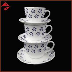 磁器のLatteのためにセットされる陶磁器のティーカップの受皿のコーヒーカップ