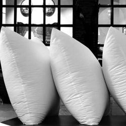 Vers le bas oreillers oreillers oreiller de corps de cou