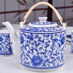 Pot de thé en céramique avec poignée