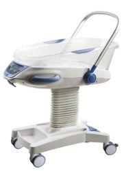セリウムISOの新生児の赤ん坊はまぐさ桶の折畳み式ベッドのベビーカーをからかう