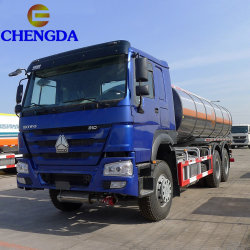 Cnhtc Sinotruk 6X4 10 휠러 HOWO 연료 탱크 트럭