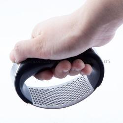 ステンレス鋼のショウガのニンニクの皮手の圧搾の台所ツール