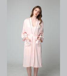 女性のセクシーなランジェリーのねまきのSexi夜女の子の着物絹ローブの服