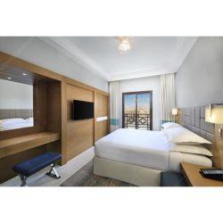 맞춤형 콘temporaryr 현대적인 스타일의 목재 침실이 있는 독창적인 호텔 가구 설정
