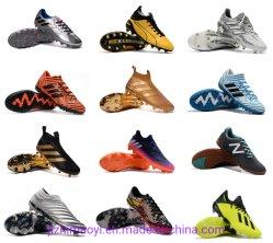 卸し売り安いサッカーは靴のPutianの靴の連続した方法スニーカーをクリートで補強する