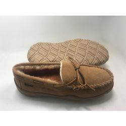新しいメンズCowsuedeのモカシンのスリッパおよび慰めのFootbedの反入れる屋内靴駆動機構靴