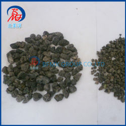 Los pequeños orificios de basalto negro piedra volcánica