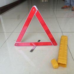 交通安全の赤く白いプラスチック車の緊急の警告の三角形の立場