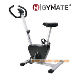 En position verticale à l'arrêt mécanique d'équipement sportif de fitness vélo d'exercice de la courroie