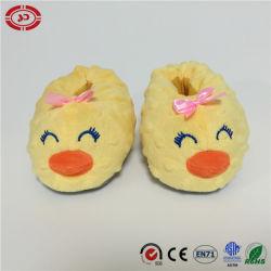 赤ん坊靴の黄色いアヒルの微笑の表面美しいフィートサポートおもちゃ