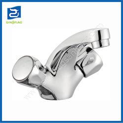 古典的な様式の倍のハンドルの洗面器のコック亜鉛ミキサー