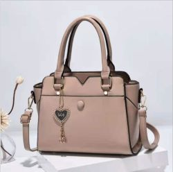 2021 حقيبة يد سيدة الموضة في الخريف ذات المبيعات الساخنة مع الحب نمط السلسلة