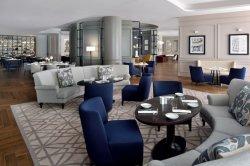 El vestíbulo del hotel Comedor de madera de la Pierna de acero negro mesa ovalada con sofá curvo