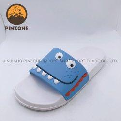 La tomaia alla moda del PVC personalizza i sandali della trasparenza degli uomini dei pistoni della spiaggia di stampa