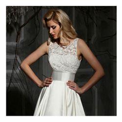 贅沢なアイボリーの白いレース袖なし裁判所のトレインのウェディングドレス