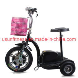 Пожилые люди три колеса электрического скутера мобильности с детского сиденья