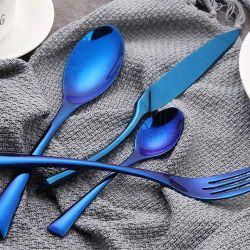 3D食事用器具類はナイフのフォークのスプーンによってセットされた金のステンレス鋼の平皿類携帯用24PCSをめっきした