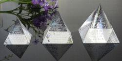 Pirámide de cristal pisapapeles con grabado láser 3D