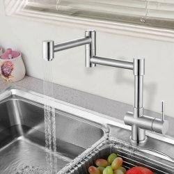 Cuisine en acier inoxydable moderne de l'eau du robinet