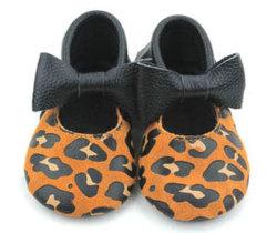 新しい方法ヒョウプリント赤ん坊の服靴のかわいい幼児モカシンの靴