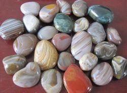 Branco/Preto/Vermelho/Amarelo/River Rock Stone seixos para Plaza/Hotel/Paisagismo/Piso de decoração Tile/Jardim/caminho/Piscina