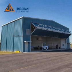 De Workshop van het staal met Kraan voor Industriële Productie en Pakhuis