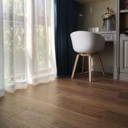 Qualitäts-fester Eichen-Holz-Bodenbelag, Hartholz, das festes Holz-Bodenbelag ausbreitet
