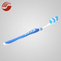 Il Toothbrush caldo privato all'ingrosso del contrassegno molle dei Toothbrushes di vendita per orale pulisce