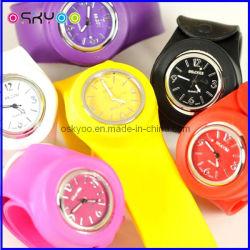 Мода и индивидуальное силиконового герметика бить часы браслет (P6700)