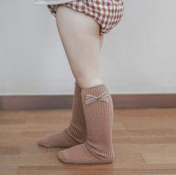 Bambino della 2021 della molla dell'arco un alto dei calzini del ginocchio ragazza del cotone colpisce con forza i capretti che i bambini hanno lavorato a maglia i calzini lunghi