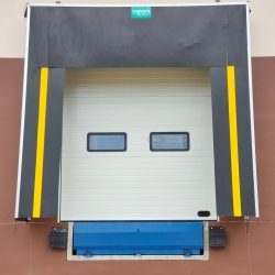 Loading Docks를 위한 자동적인 Stationary Fixed Pit Hinged Lip Hydraulic Loading Container Dock Leveler Customized Sizes와 Colors를 가진 Warehouse에 있는