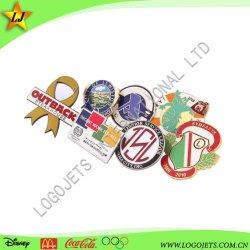 La Imitación al por mayor de Esmalte Duro insignia personalizados promocionales insignia de solapa con el embrague de mariposas regalos